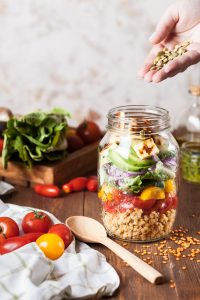 Préparer un déjeuner sain, économique et complet